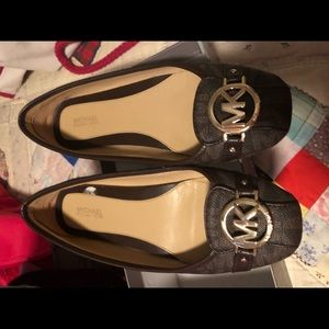 MK shoes brown size 8 like new
